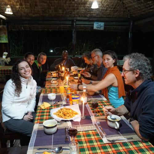 Repas du soir à Bwindi View