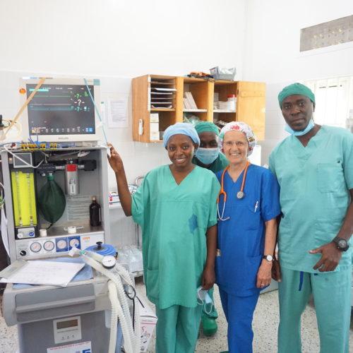 Equipe d'anesthésie avec Dr Flukiger