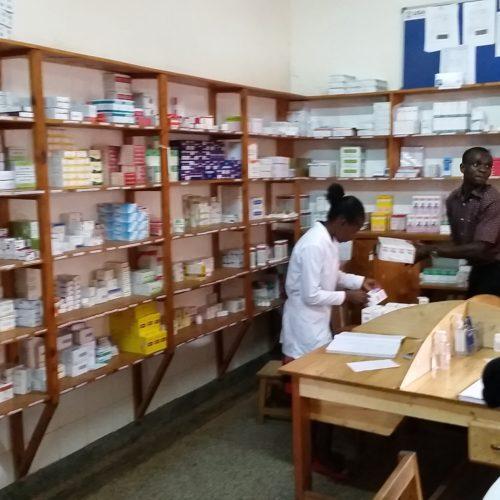 La Pharmacie à Kisiizi un exemple d'ordre !