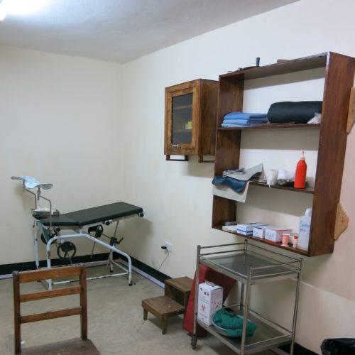 La salle de radiologie a  enfin des étagères